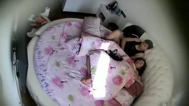 36E美乳大胸美女和聊了很久的网友酒店第一次偷情,强行拉掉裤子干,美女累瘫了又拉起来操!